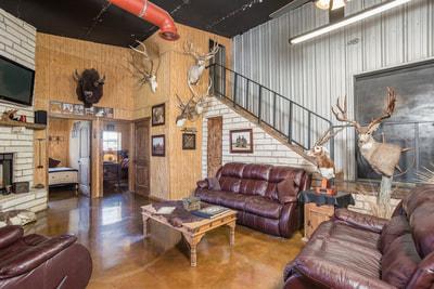 texas exotic hunting lodge