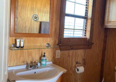Divided Find Ranch Lodge Washroom
